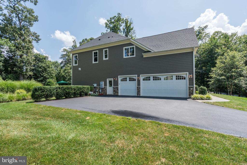 three car garage and over sized driveway - 3001 WEBER PL, OAKTON