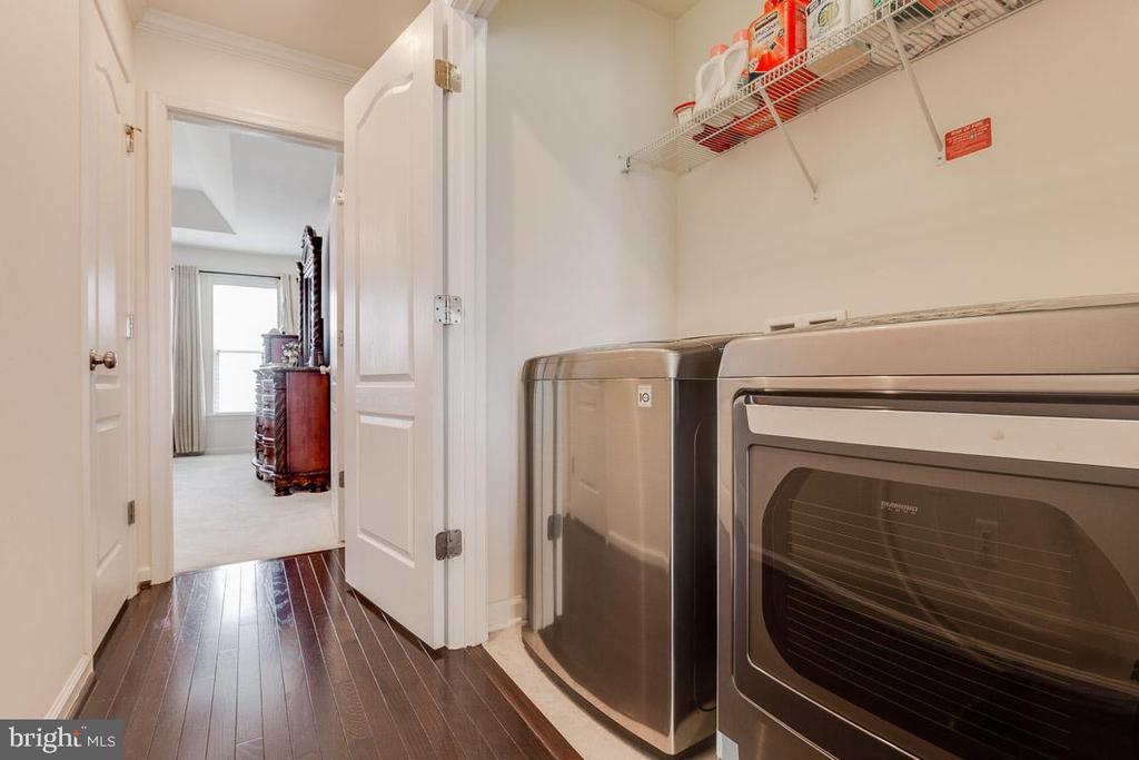 LG high efficient Washer & Dryer. - 24684 CAPECASTLE TER, ALDIE