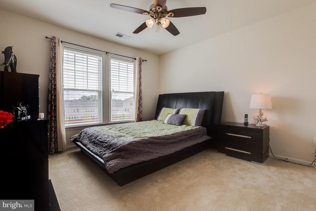 Bedroom two. - 24684 CAPECASTLE TER, ALDIE