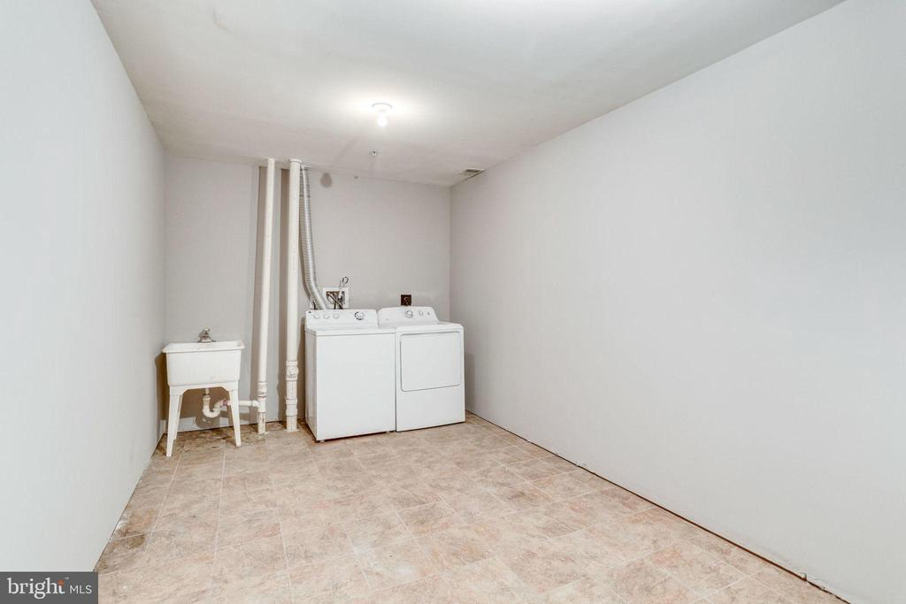 Laundry Area - 3822 DEVIL TREE CT #14-B, HYATTSVILLE