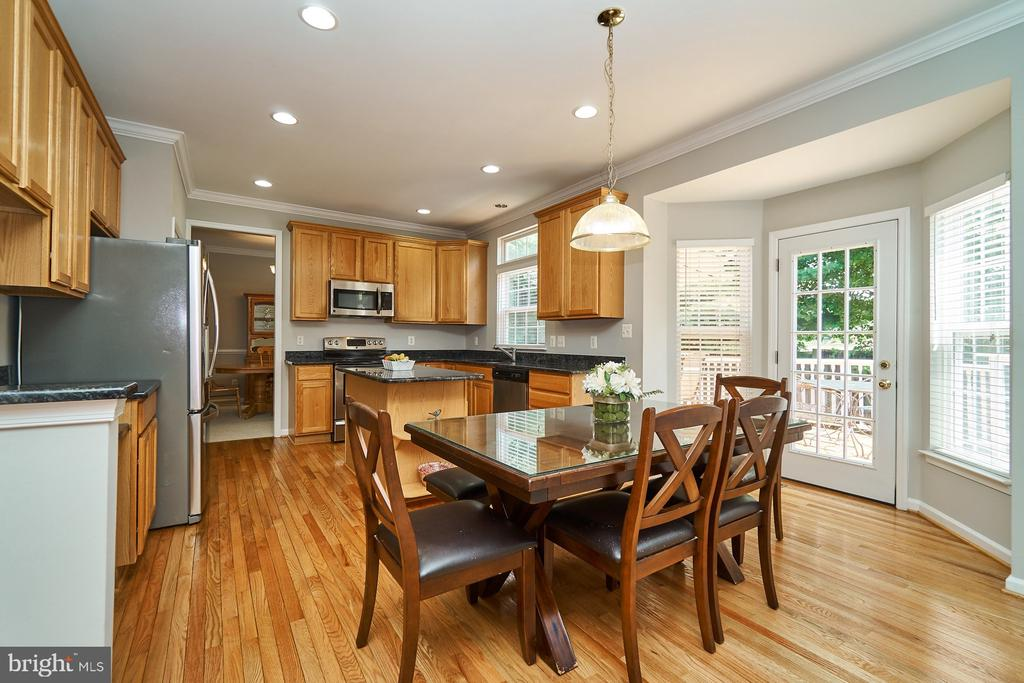 Spacious breakfast room with French door to deck - 21284 HIDDEN POND PL, BROADLANDS
