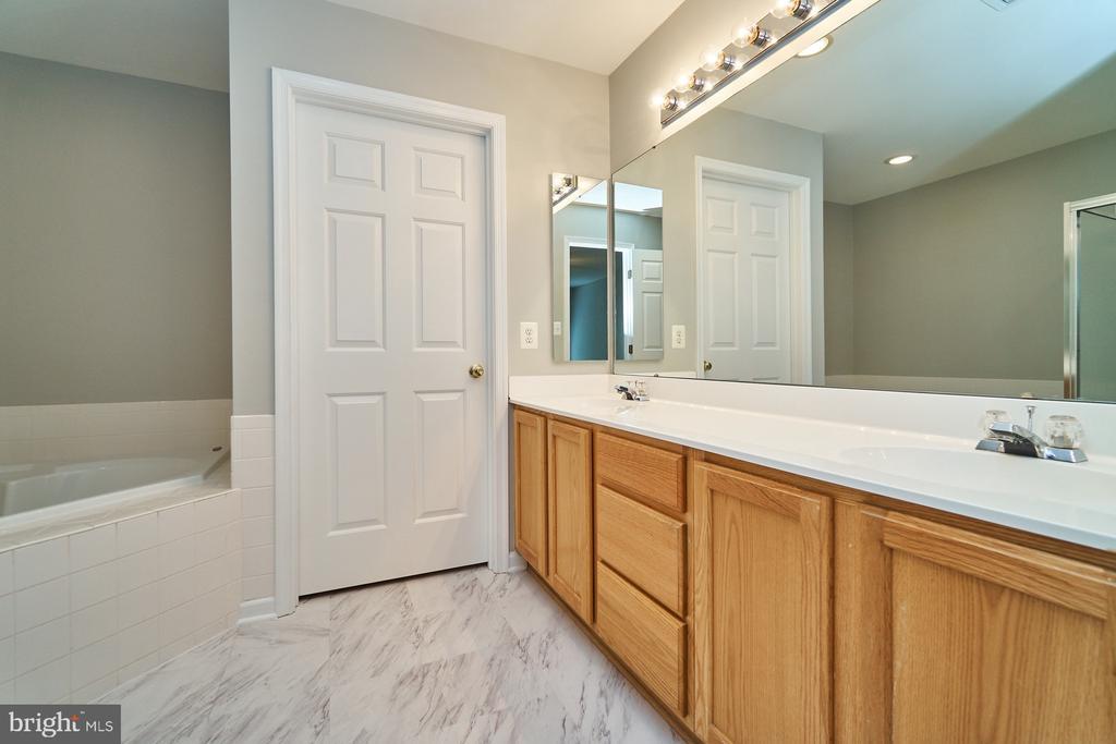 Master bath features new flooring & double vanity - 21284 HIDDEN POND PL, BROADLANDS