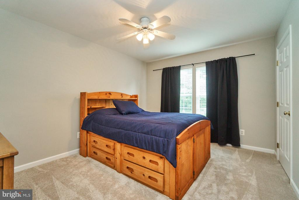 Bedroom with new carpet, paint & ceiling fan - 21284 HIDDEN POND PL, BROADLANDS