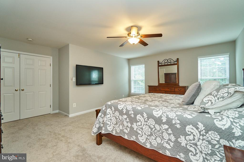 Master also has a ceiling fan & walk-in closet - 21284 HIDDEN POND PL, BROADLANDS