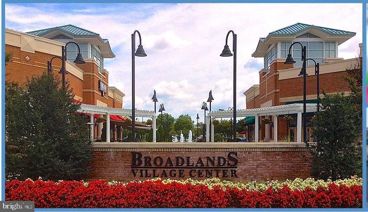Walking distance to Broadlands Village Center - 21284 HIDDEN POND PL, BROADLANDS