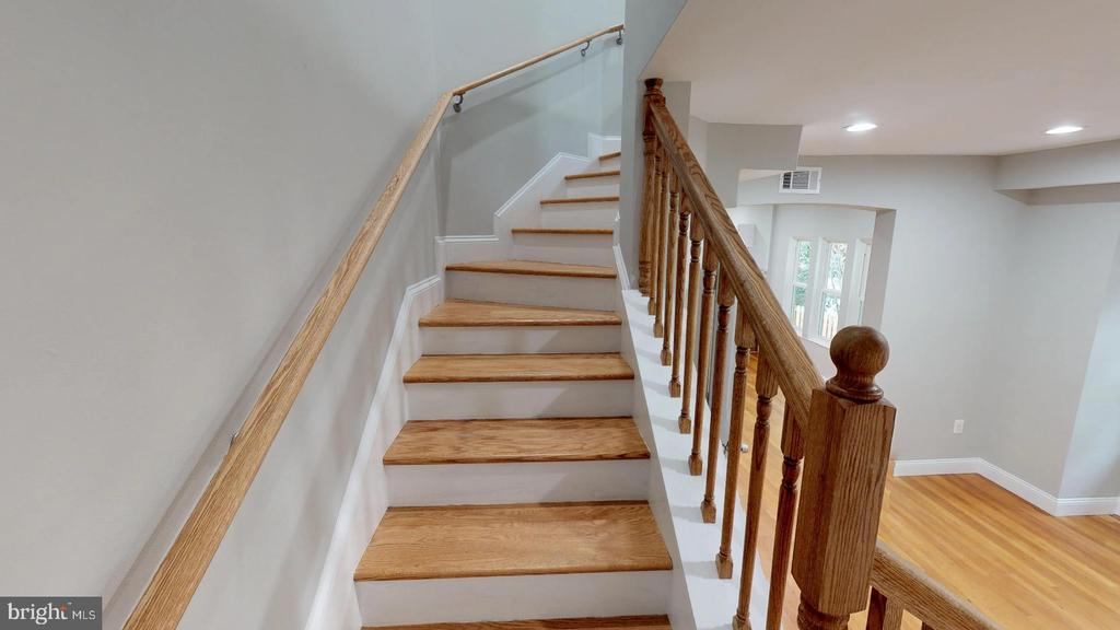 Steps to Master Suite - Upper Level - 5430 N CAPITOL ST NW, WASHINGTON