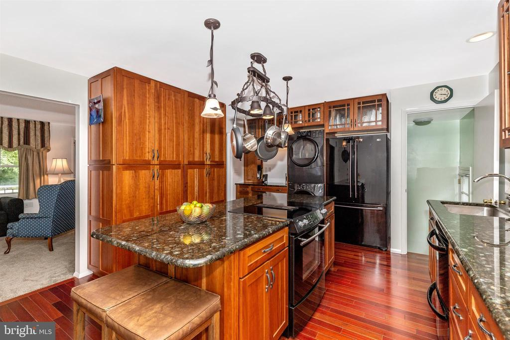 Updated Kitchen with Large Eat-At Island - 5400 RIDGE RD, MOUNT AIRY