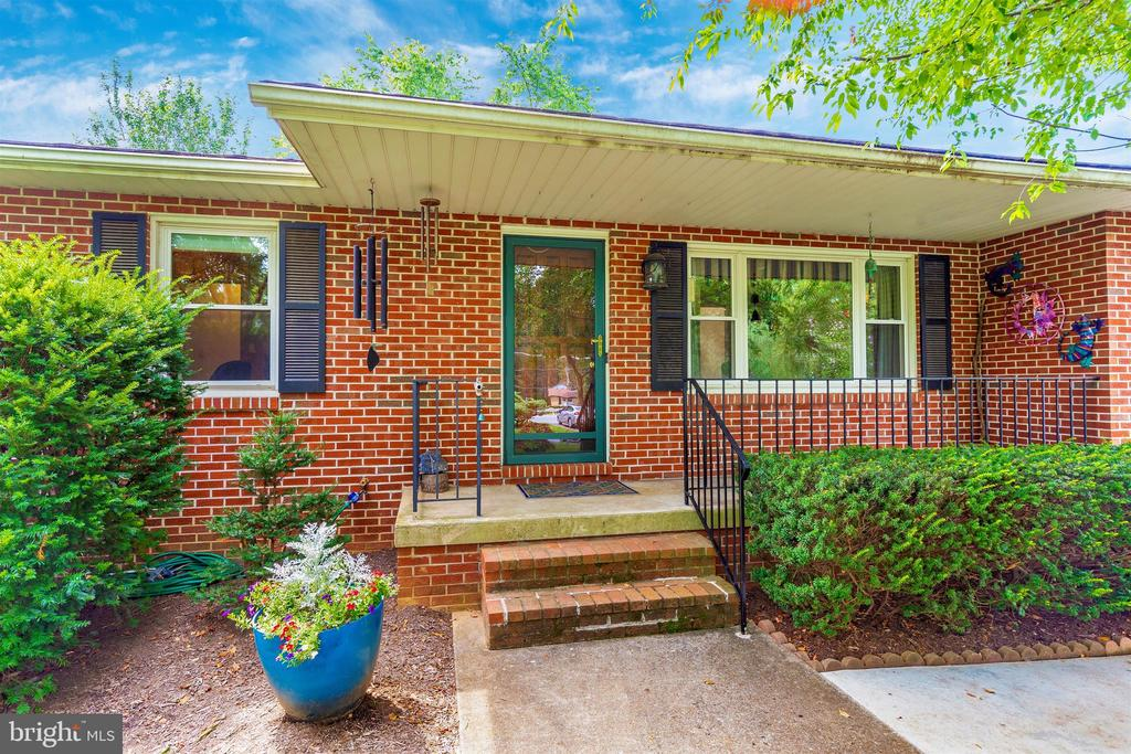 Front Porch - 5400 RIDGE RD, MOUNT AIRY