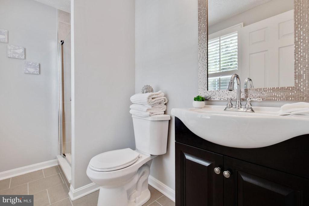 Updated master bathroom - 8419 RAINBOW BRIDGE LN, SPRINGFIELD