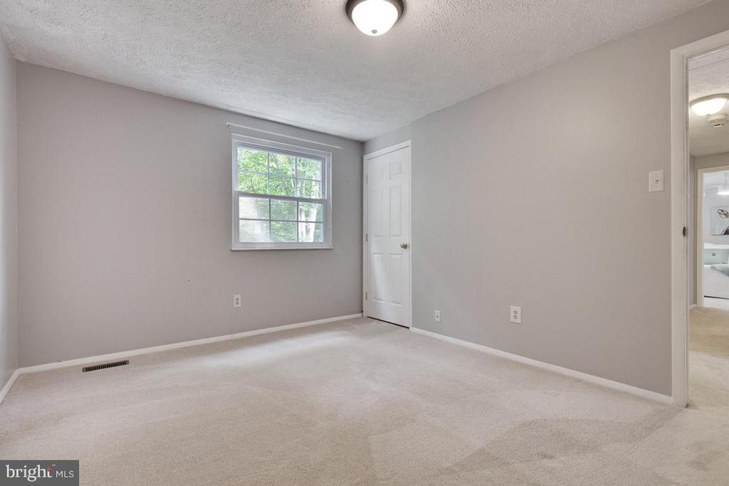 Bedroom 3 is a huge room - 8419 RAINBOW BRIDGE LN, SPRINGFIELD
