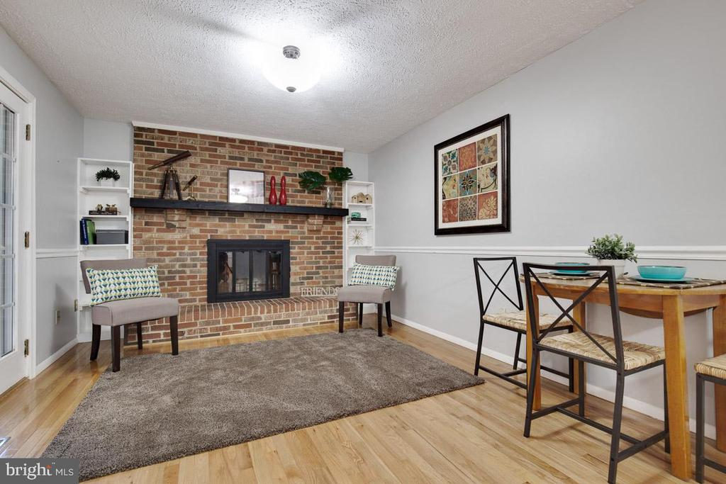 Wood burning fireplace and huge mantle - 8419 RAINBOW BRIDGE LN, SPRINGFIELD