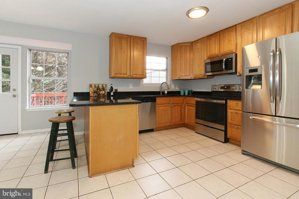 New Stainless Steel Appliances - 21872 MAYWOOD TER, STERLING
