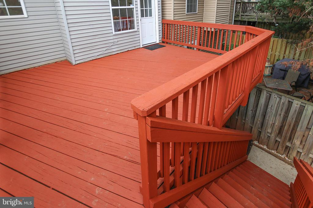 Wonderful, Spacious Deck Off the Kitchen - 21872 MAYWOOD TER, STERLING