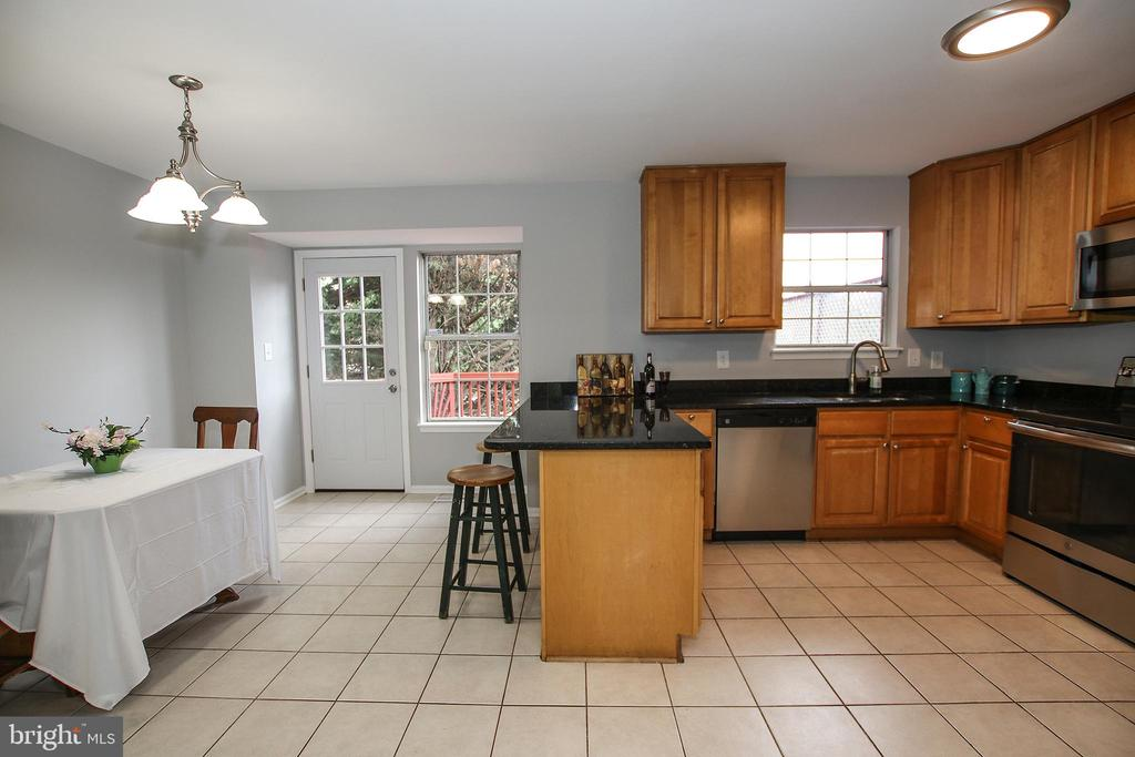 Plenty of Room for a Table in the Kitchen - 21872 MAYWOOD TER, STERLING