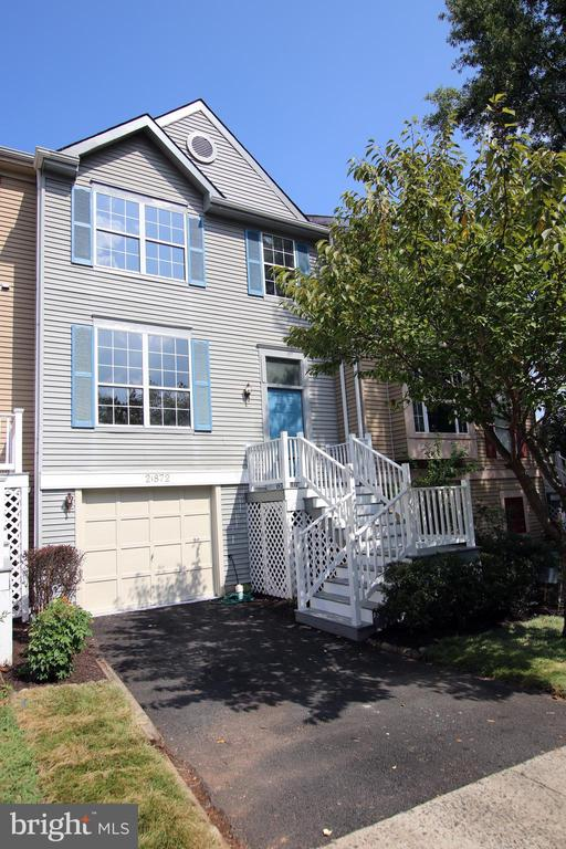 Warm and Inviting, 1 Car Garage Townhouse - 21872 MAYWOOD TER, STERLING