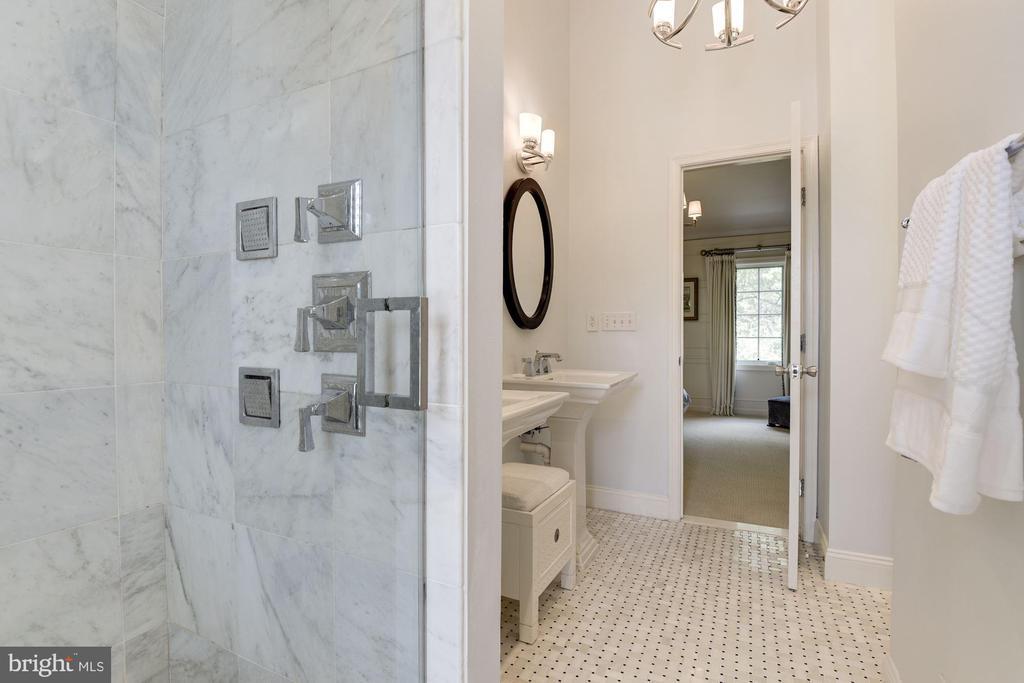 Large walk-in shower with designer tile - 1739 N WAKEFIELD ST, ARLINGTON
