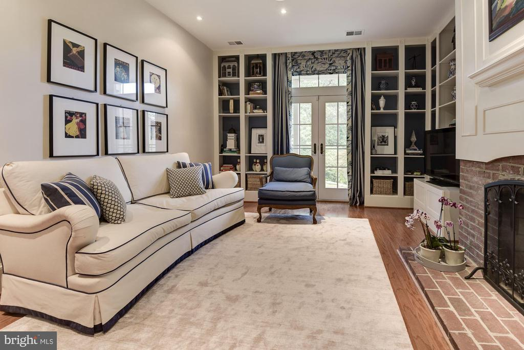 LL Rec Room with walk-out French doors - 1739 N WAKEFIELD ST, ARLINGTON