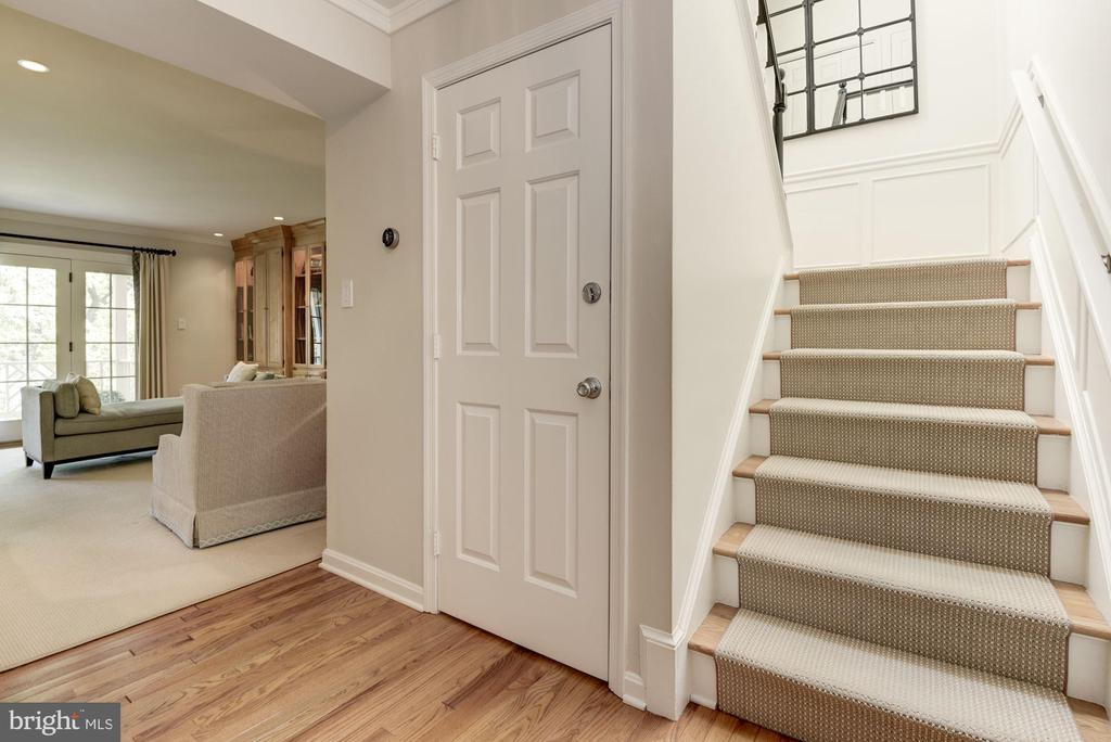 Foyer with views to main living area - 1739 N WAKEFIELD ST, ARLINGTON