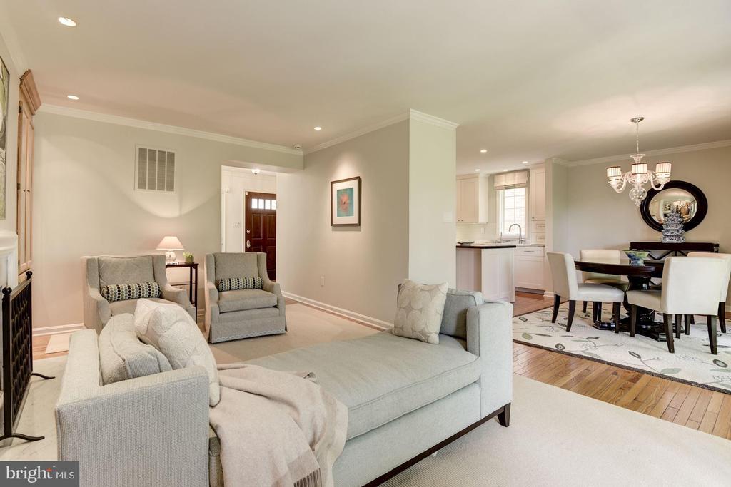 Open floorplan living space - 1739 N WAKEFIELD ST, ARLINGTON