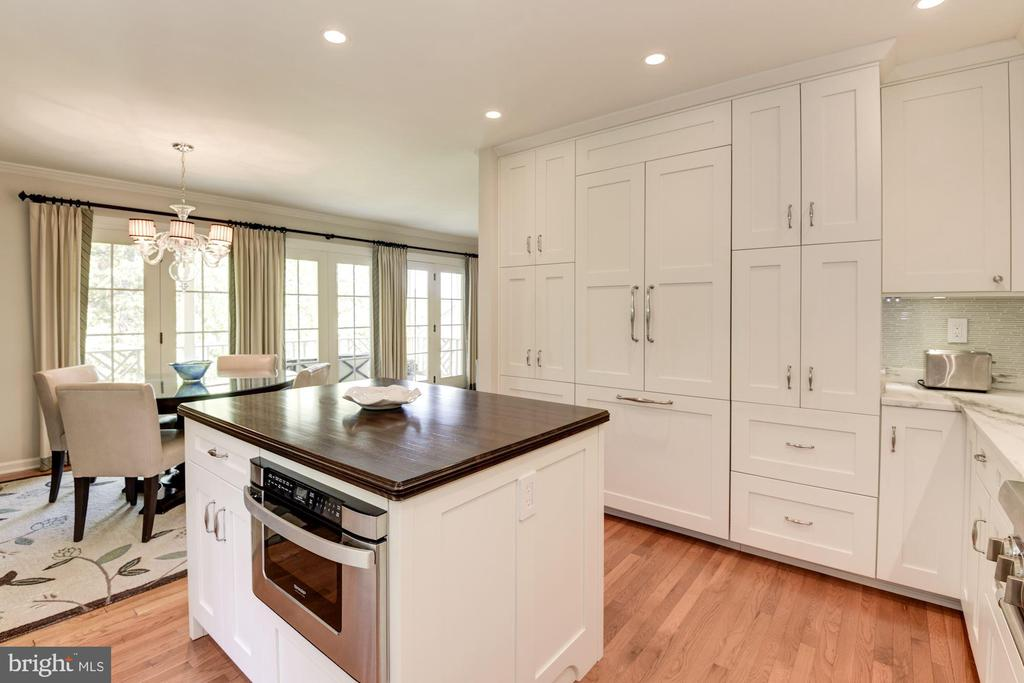 Integrated appliances in kitchen cabinets - 1739 N WAKEFIELD ST, ARLINGTON