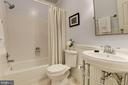 LL FBA with tub/shower combo and modern fixtures - 1739 N WAKEFIELD ST, ARLINGTON