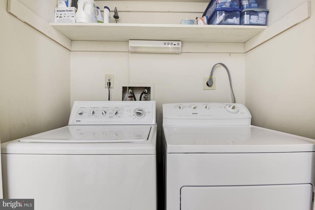 Laundry area on upper level - 1739 N WAKEFIELD ST, ARLINGTON