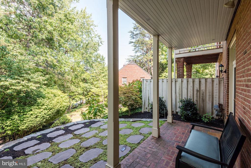 Privacy fence - 1739 N WAKEFIELD ST, ARLINGTON