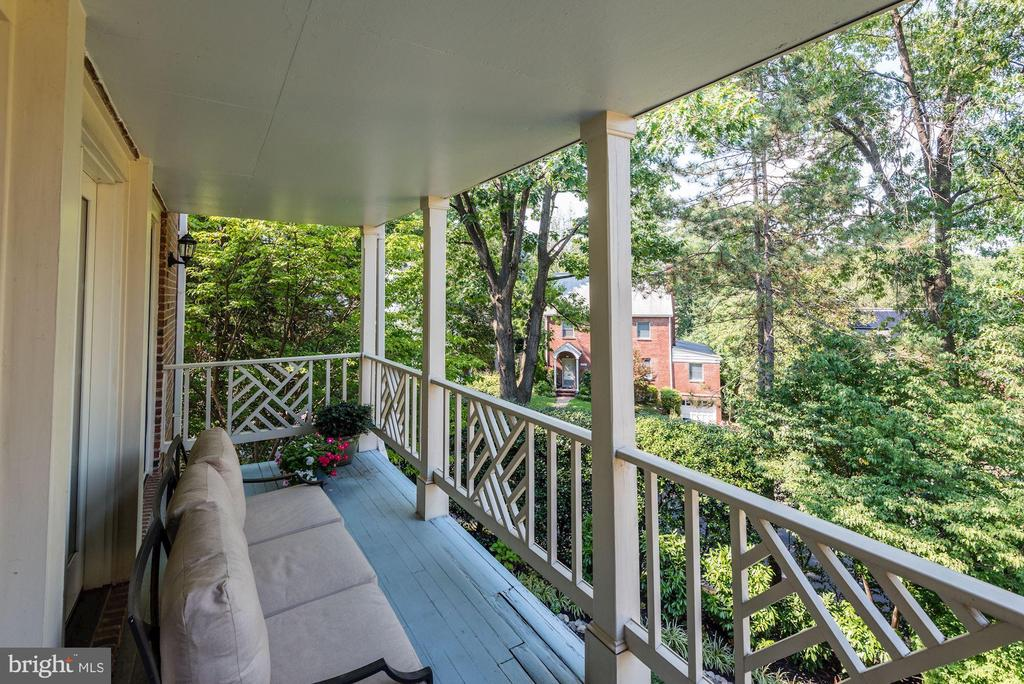 Main level deck with treetop views - 1739 N WAKEFIELD ST, ARLINGTON