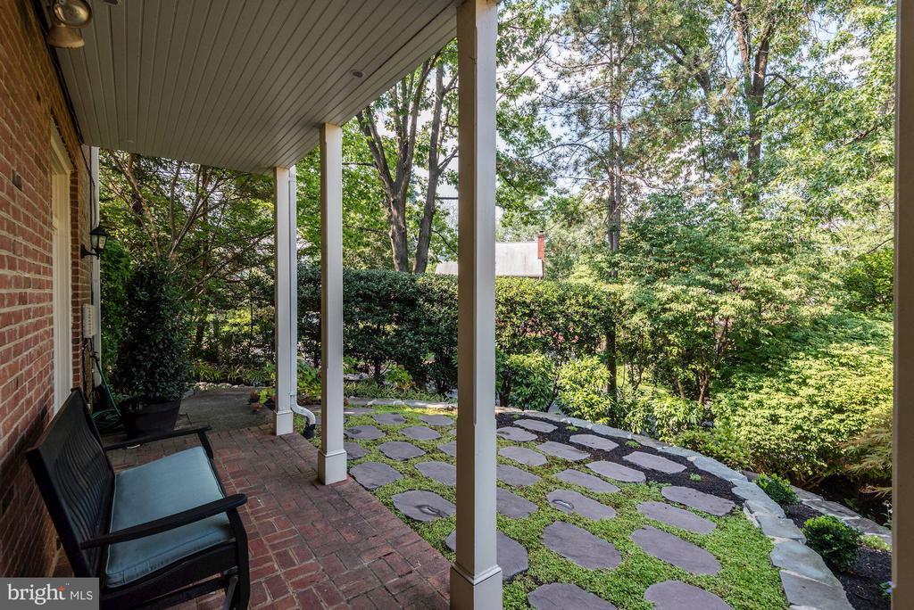 Covered patio with stone pavers - 1739 N WAKEFIELD ST, ARLINGTON