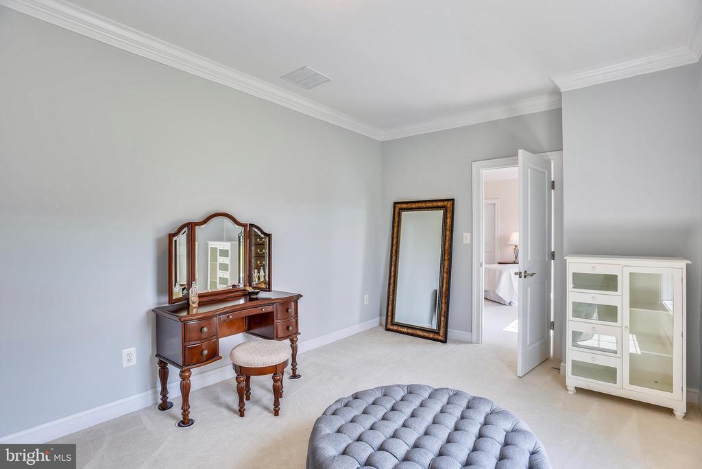 Dressing Area  - Princess Suite - 16875 DETERMINE CT, LEESBURG