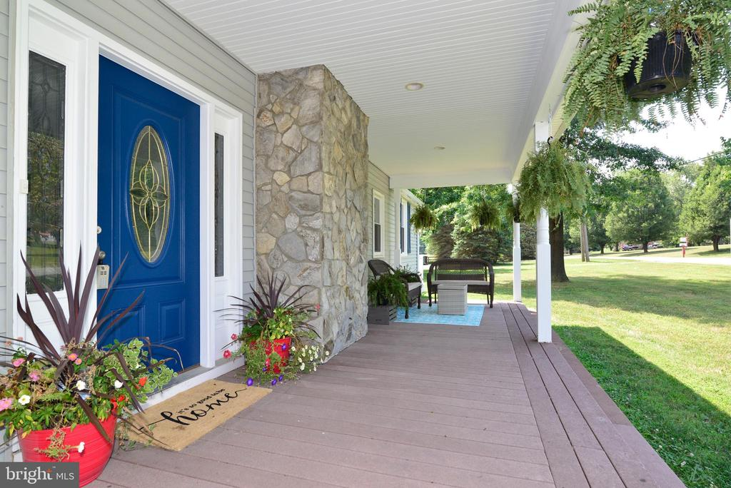 Front porch w trex - 13934 MOUNTAIN RD, HILLSBORO