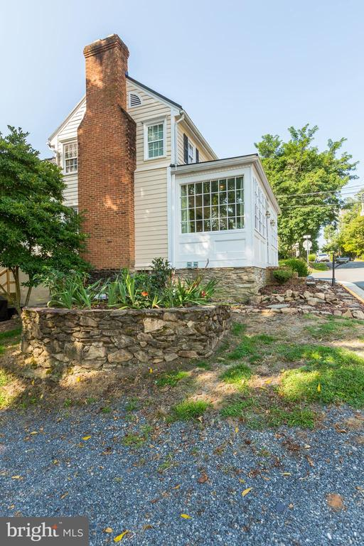 Four easy parking spaces! - 301 E MARSHALL ST, MIDDLEBURG