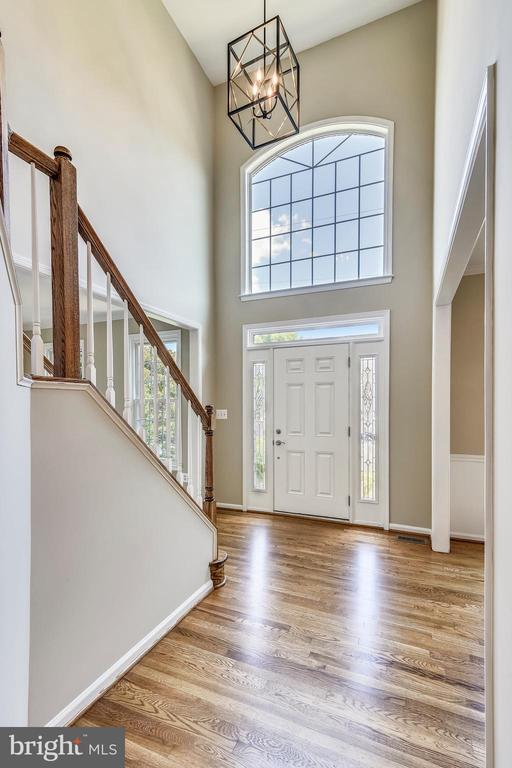 Entrance and Hall - 5104 DOYLE LN, CENTREVILLE
