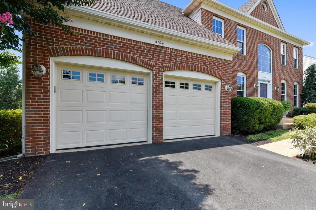 Garages and Drive - 5104 DOYLE LN, CENTREVILLE