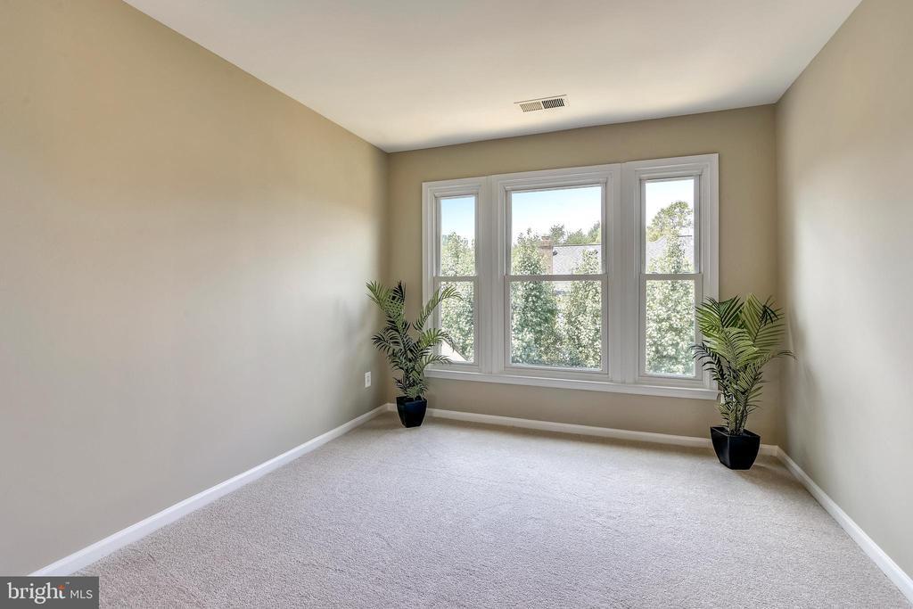 Master Bedroom Upper Level Sitting Room - 5104 DOYLE LN, CENTREVILLE