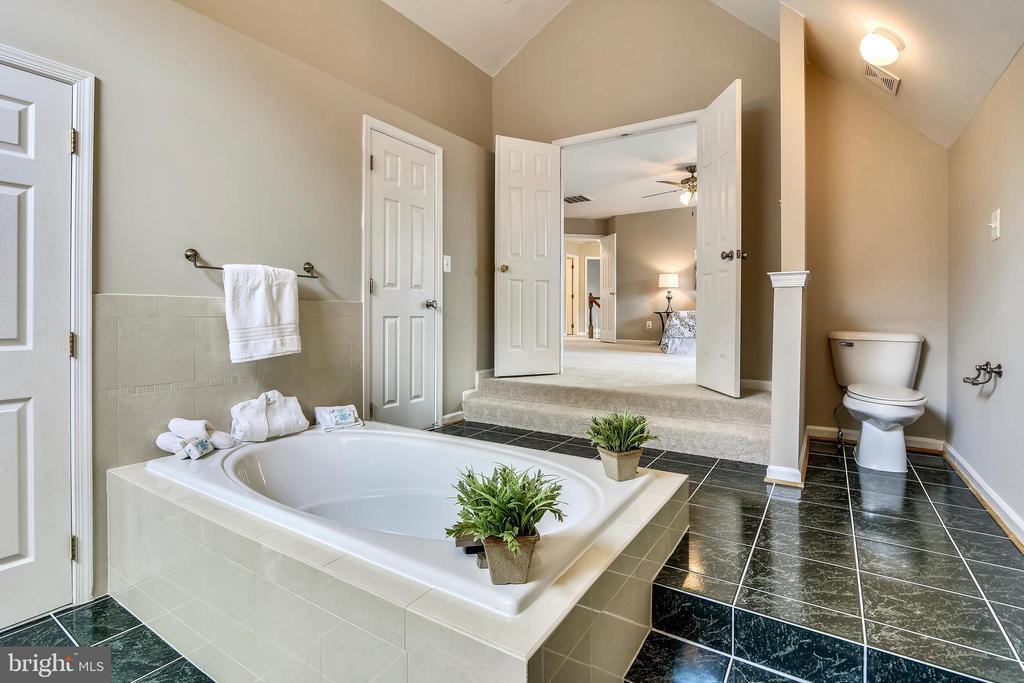 Master Bathroom - 5104 DOYLE LN, CENTREVILLE