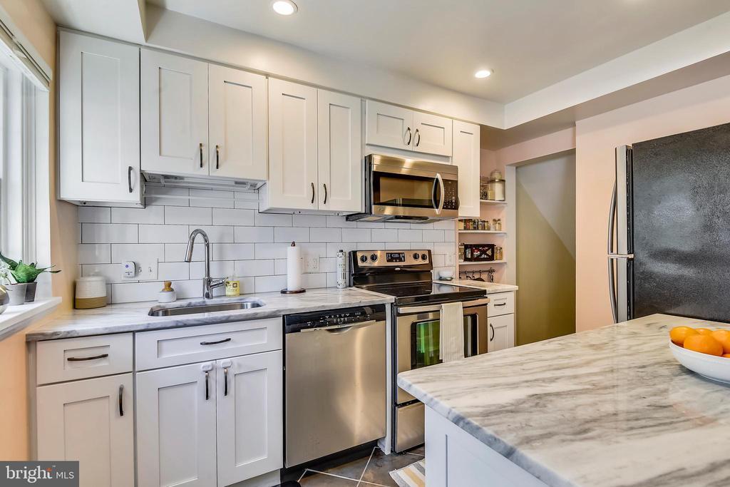 STUNNING open kitchen - 3021 S BUCHANAN ST, ARLINGTON