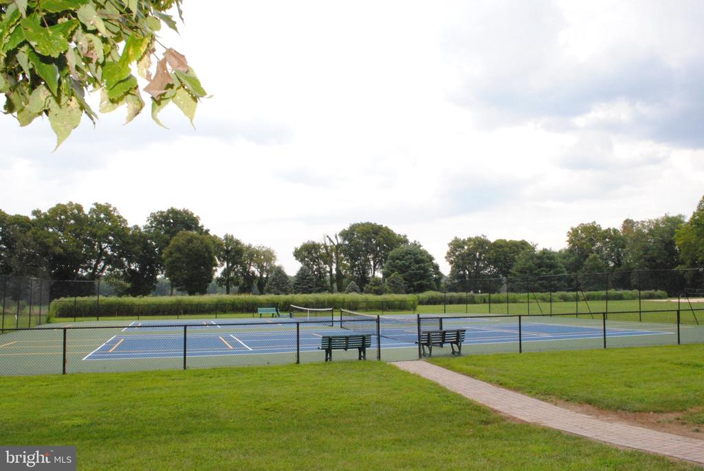 Tennis courts located near Confluence Park - 43535 FIRESTONE PL, LEESBURG