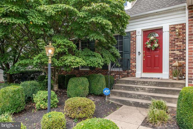 Welcoming front porch and a pop of red! - 30 BRIDGEPORT CIR, STAFFORD