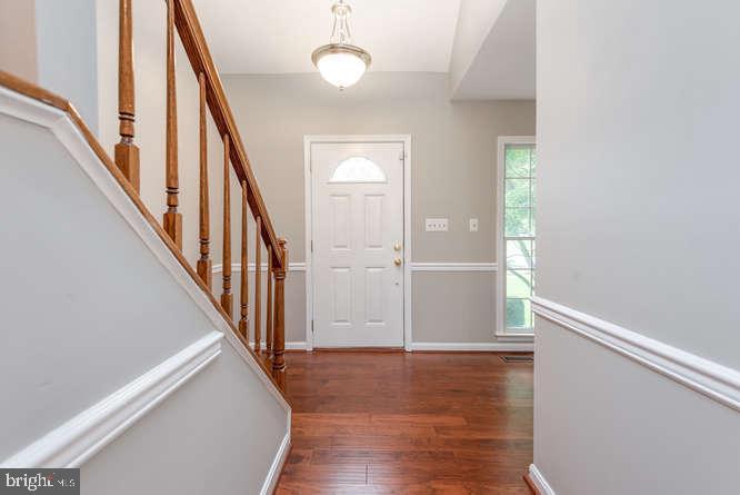 Hardwood floors throughout main level - 30 BRIDGEPORT CIR, STAFFORD