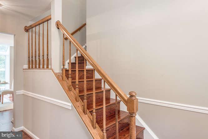 Hardwood steps - 30 BRIDGEPORT CIR, STAFFORD