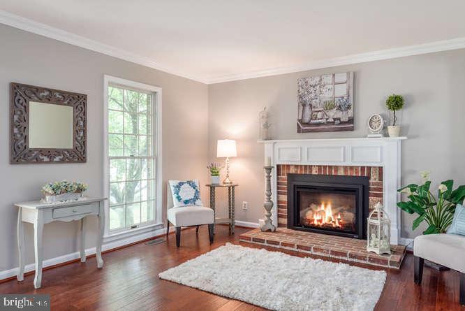 Hardwood in living room - 30 BRIDGEPORT CIR, STAFFORD
