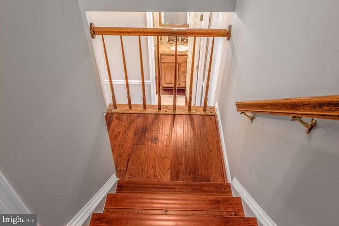Hardwood stairs for easy cleaning - 30 BRIDGEPORT CIR, STAFFORD