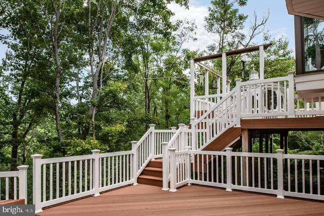 Beautiful deck and setting - 30 BRIDGEPORT CIR, STAFFORD