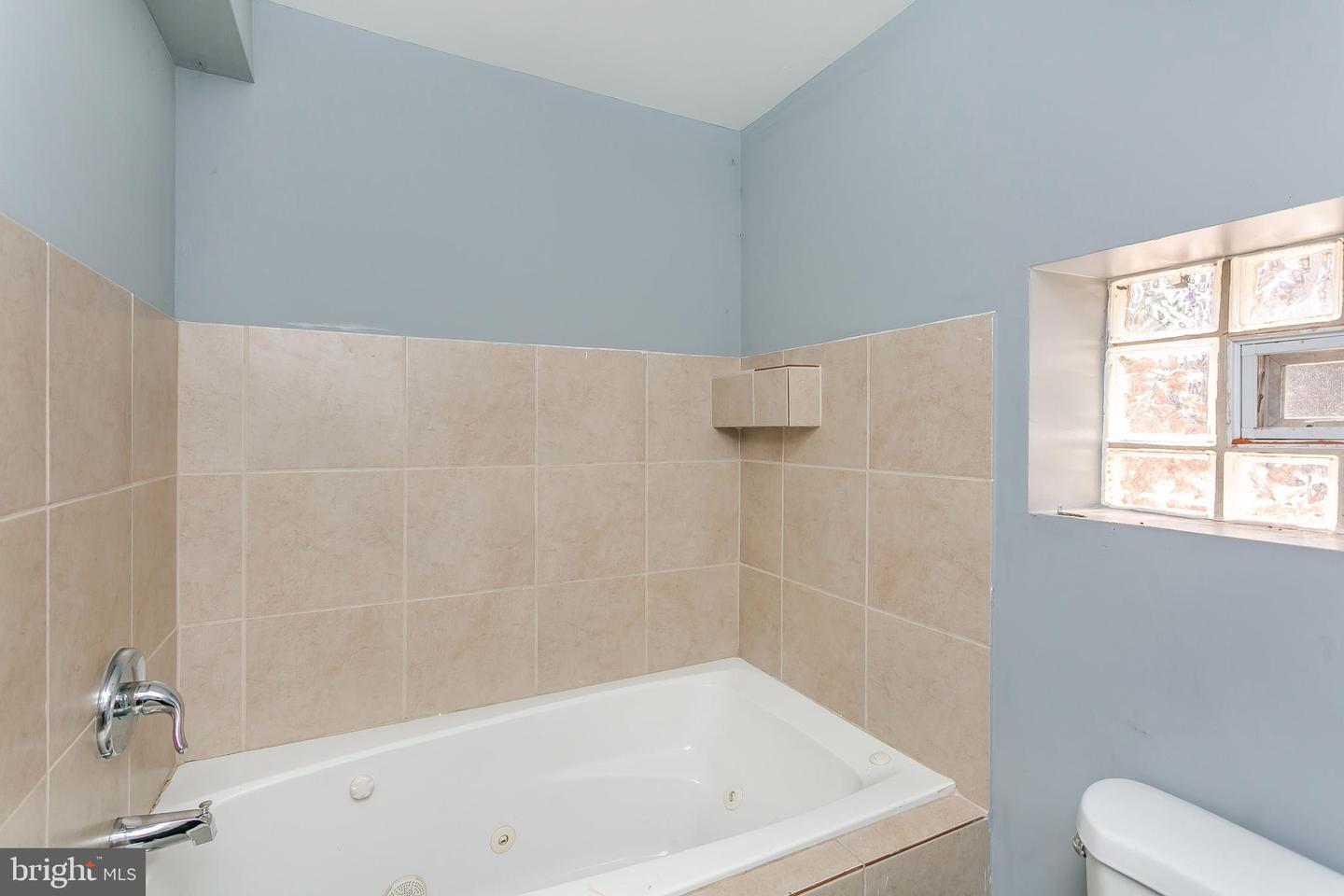 Additional photo for property listing at  Baltimore, Maryland 21230 Estados Unidos