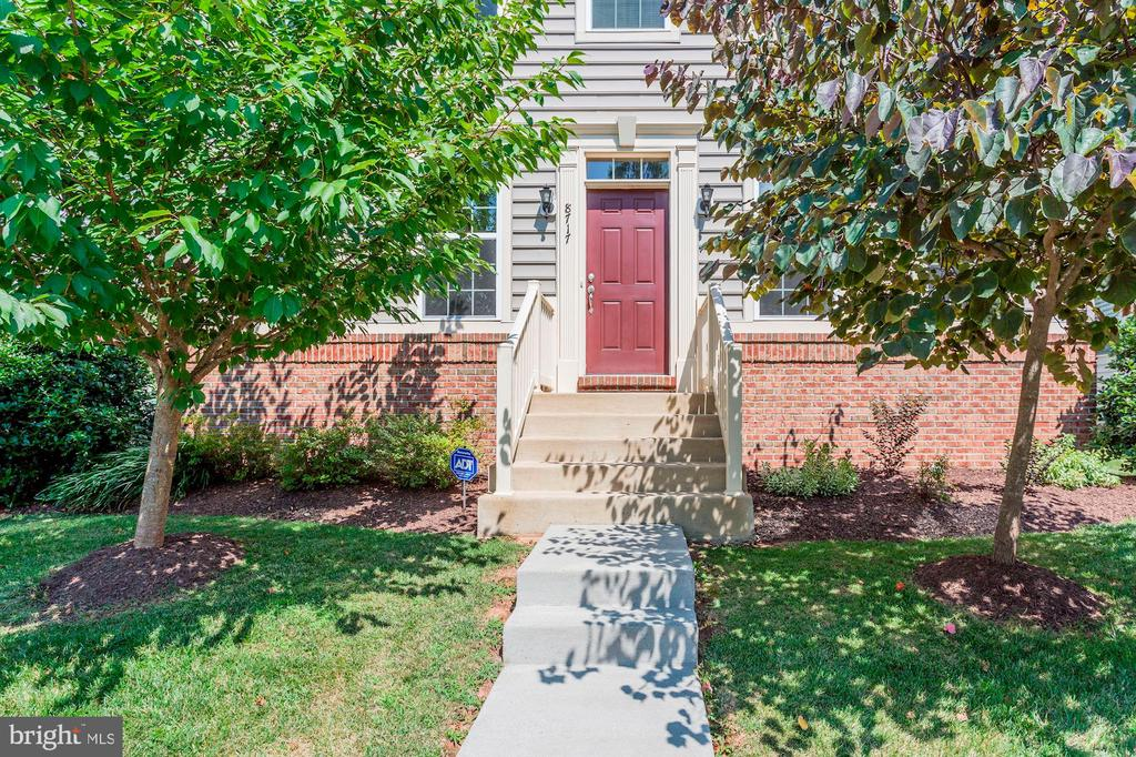 BEAUTIFUL CURB APPEAL! - 8717 LIBEAU DR, MANASSAS