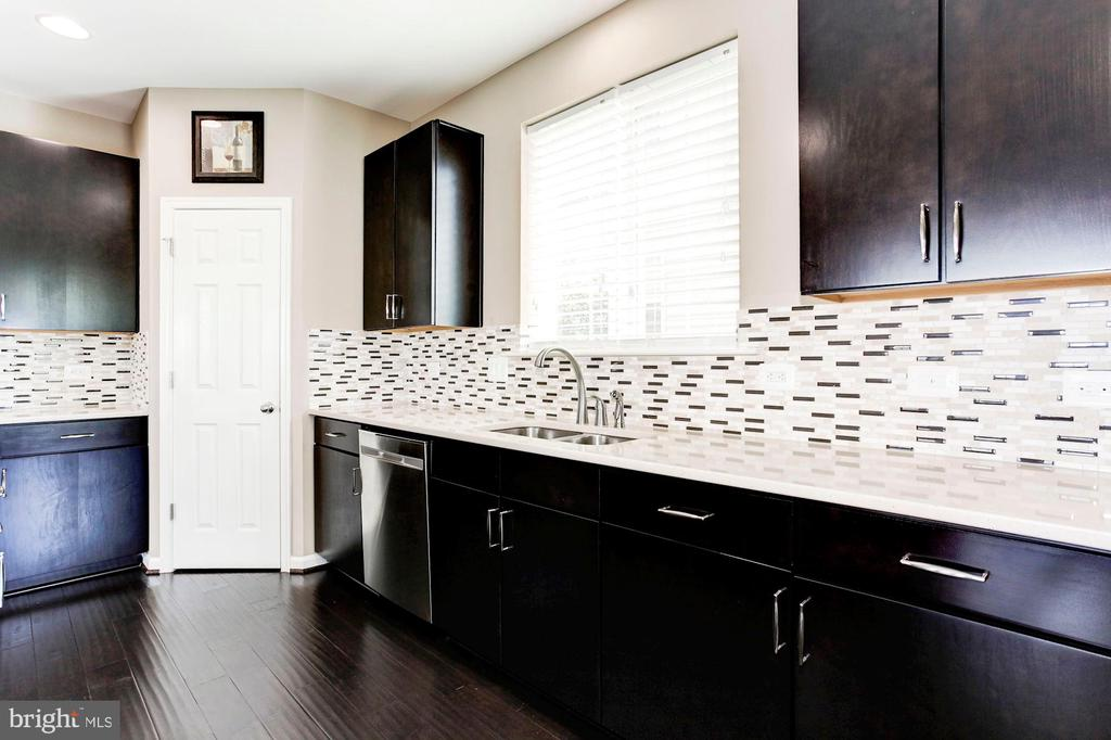 KITCHEN - TREMENDOUS AMOUNTS OF CABINETRY! - 8717 LIBEAU DR, MANASSAS
