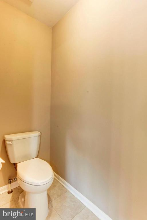 MASTER BATHROOM - SEPARATE WATER CLOSET - 8717 LIBEAU DR, MANASSAS