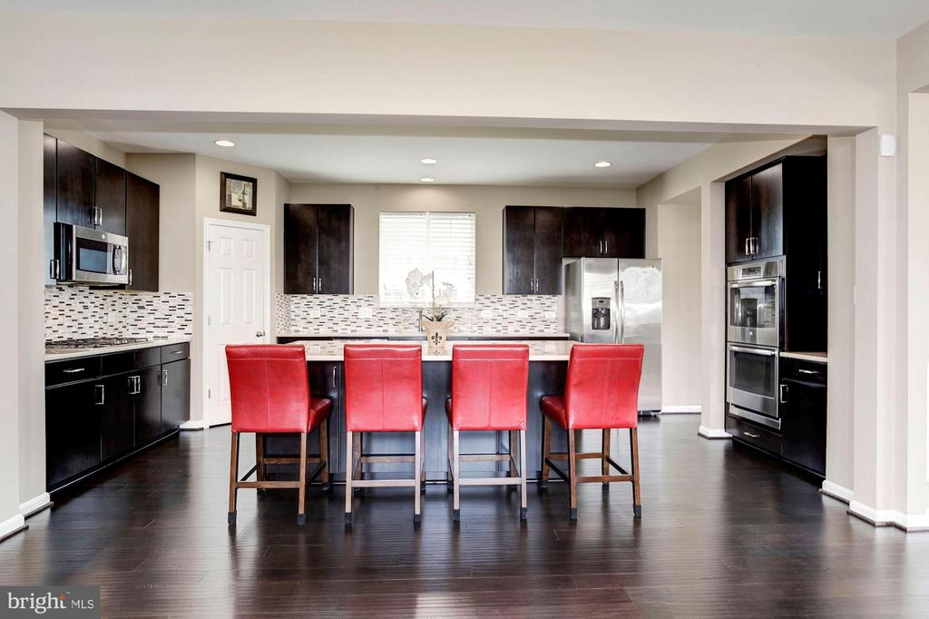ABSOLUTELY GORGEOUS KITCHEN! - 8717 LIBEAU DR, MANASSAS
