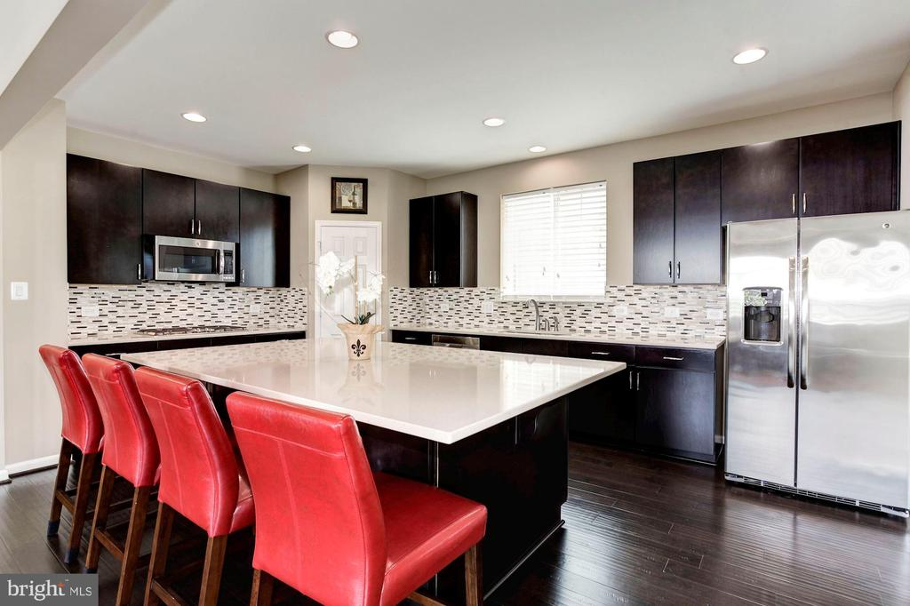 KITCHEN - LARGE, SPACIOUS, OPEN, & AIRY! - 8717 LIBEAU DR, MANASSAS
